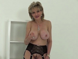 Cheating british milf lady sonia reveals her big boobs